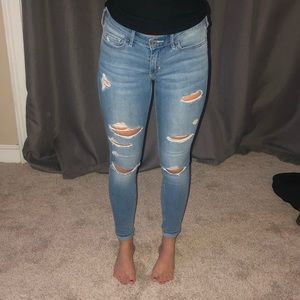 Low rise super skinny jeans with rips